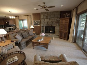 Blowing Rock condo rental - family room, fireplace, comfy recliner chairs, Queen sleep sofa, bay windows