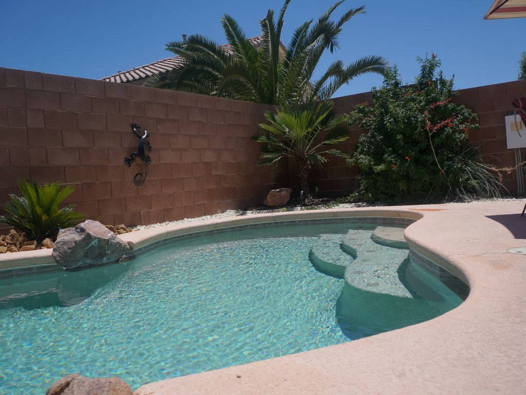 Desirable quiet home with swimming pool homeaway - Summer house with swimming pool review ...