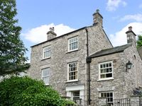 KENTSIDE HOUSE, pet friendly, with a garden in Kendal, Ref 2621