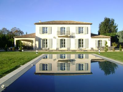 Luxurious new contemporary country house of 350 m2 with mirror pool
