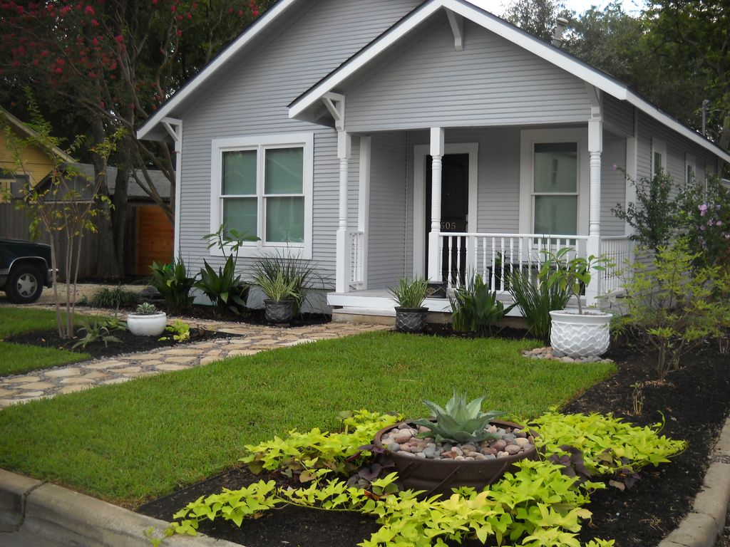 2/1 Sleeps 6 in Central Austin.  Great for Football Games, SxSW, ACL, Formula 1