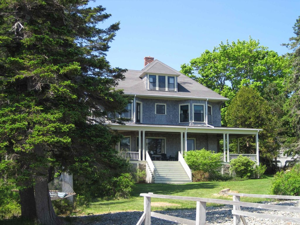 Quietside oceanfront home with view homeaway for Beach house with wrap around porch