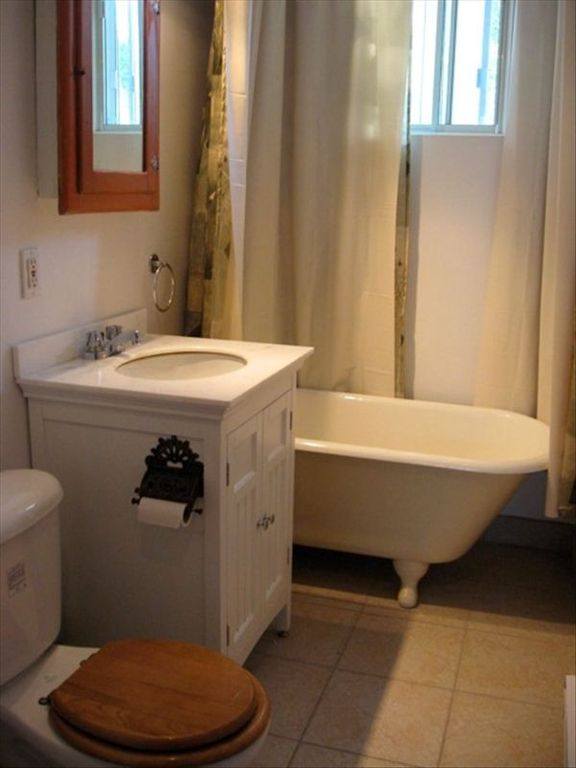 bathroom, claw-foot tub