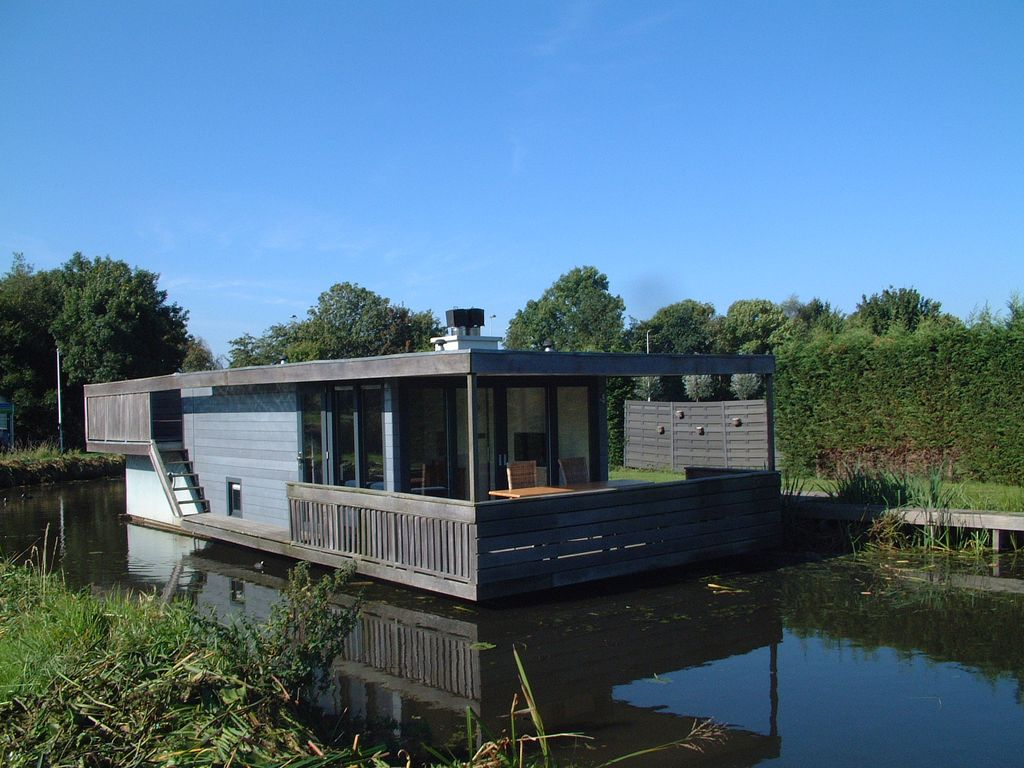 Contemporary houseboat on the kagerplassen and golf course for Houseboats for rent in california