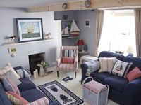 A beautifully furnished traditional Cornish cottage in vibrant waterside village