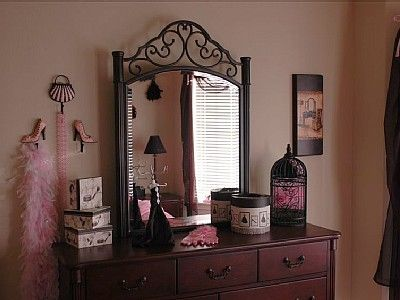 La France Chic and Pink Glamour Room