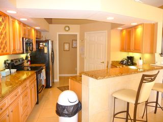 Cape Coral villa photo - The spacious upscale Kitchen with Breakfast Bar & views over pool/waterfront