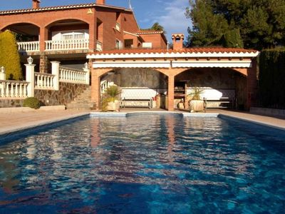 Beautiful villa with private pool, garden, tennis court and nice sea view