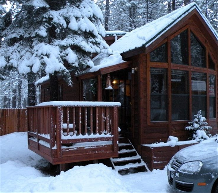Cubby bear cabin pet friendly picturesque so vrbo for Rent a cabin in lake tahoe ca
