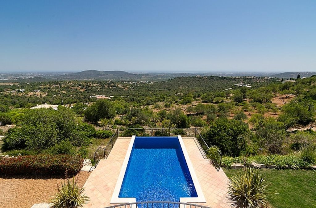 Luxury villa with garden and pool in a rural location with world class views