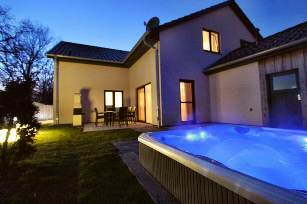 5 luxury home casa sueno private outdoor jacuzzi sauna for Sauna in casa