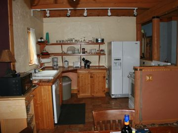 Kitchen: microwave, dishwasher, electric range, refrigerator w/icemaker.