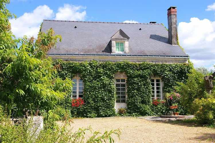 Atmospheric holiday home in the middle of culture and nature near Le Vieil-Baugé