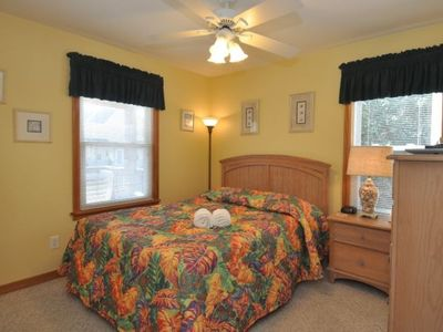 Mid-Level Queen w/Memory Foam, Flat Screen TV/DVD, Private Bath w/Tub/Shower.