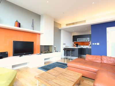 Spacious Modern 2 BR Penthouse, with Views