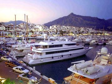 Puerto Banus - Only 25 minutes away
