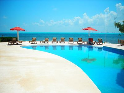 Isla Mujeres condo rental - The pool and beach at Puerta Al Mar