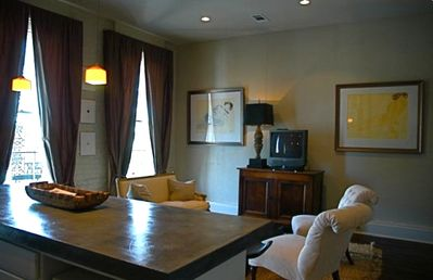 2 Floor Luxury 1855 Lower Garden District TownhouseApt.