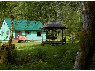 Secluded cabin surrounded by nature on the olympic for Cabin rentals olympic national forest