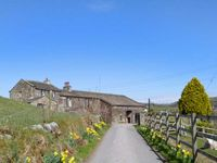 TRUE WELL HALL BARN COTTAGE, family friendly in Oakworth, Ref 24430