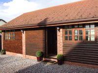 DAIRY BARN, romantic, luxury holiday cottage in Pershore, Ref 26520