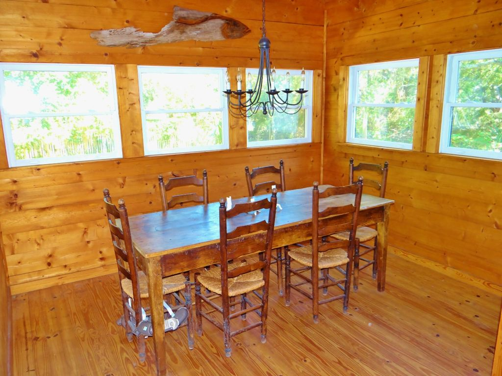 Cottage Rental   Neptune Rising Dining Room
