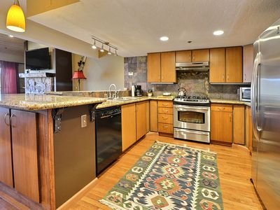 Beautiful Chatham Crossing 3 Bedroom Town-Home