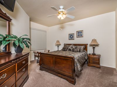Gorgeous 3 Bed Upscale Condo Sleeps 7 FREE Netflix Gated Keyless Entry