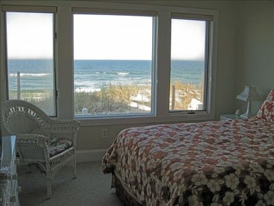 Ocean Front 1st Floor Master Bedroom Suite/Queen Sized Bed with Private Bath
