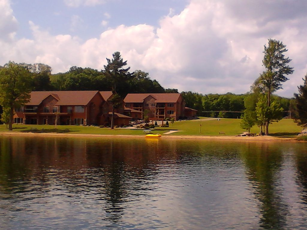 New 3 br 3 ba 2800 sq ft condo on lake homeaway crandon for Sand lake private residences for rent