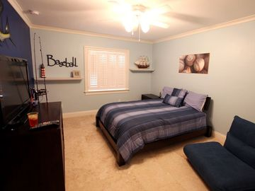 2nd bedroom with queen bed and twin convertible chair and 32in LCD TV with XBox