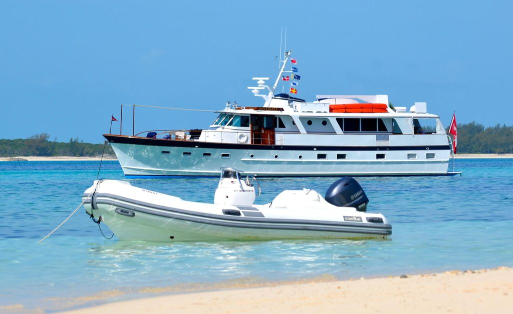 Classic 70 39 Burger Motor Yacht For Charter In Vrbo
