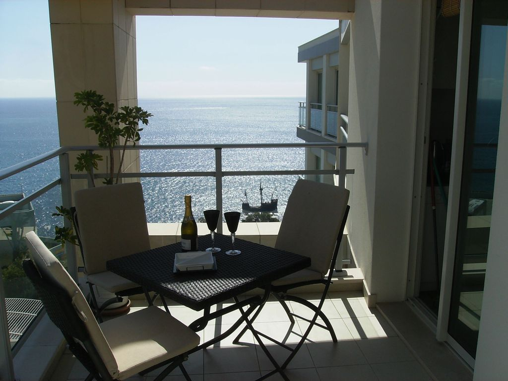 Ocean facing luxury apartment in excellent location for Balcony overlooking ocean