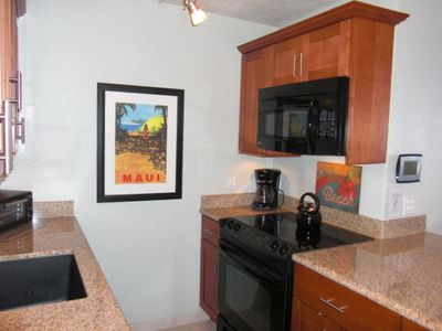 Maalaea condo rental - Kitchen Opens To Great Room & View of Ocean
