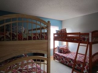 Emerald Island villa photo - Kids bunk beds room