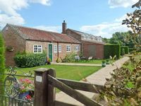 WAGGONERS COTTAGE, family friendly in Bridlington, Ref 8708