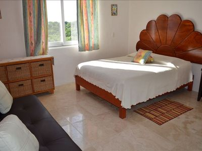 Queen room with private bathroom, shower futon sleeps 3 guests