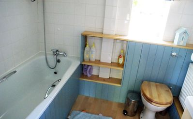 ensuite bathroom (to twin room)