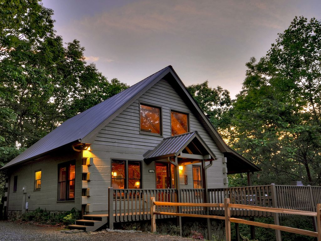 Lake view cabin rental in blue ridge georgia vrbo for 8 bedroom cabins in blue ridge ga