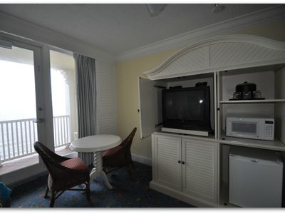 Private sitting area with 2nd TV, Microwave, Fridge, Ice Bucket,