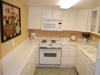 Daytona Beach condo photo - Full Kitchen w/ Corian Countertops