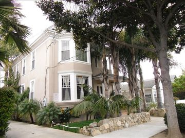 Santa Barbara villa rental - Front View of the Downtown Victorian Villa