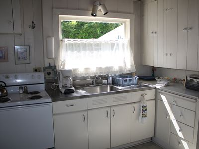 Mercer Island cottage rental - Full kitchen.