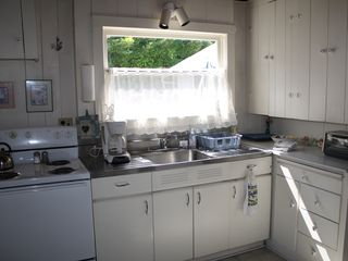Mercer Island cottage photo - Full kitchen.