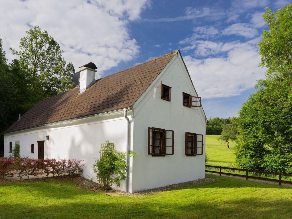 Peaceful house, with garden