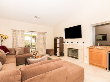Palm Desert house rental - Living room. 5 Speaker surround with Aux cord to connect music or iPhone