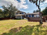 Beautiful pet-friendly, bayou-front home near waterways