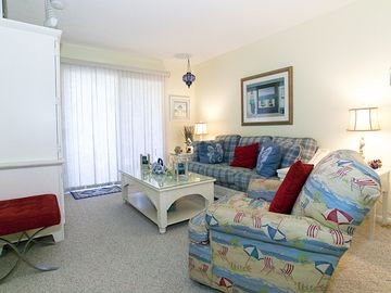 Great Living Area- seating for 6--37 inch Flat Screen TV too! DVD--300 Channels