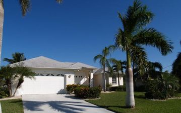 Cape Coral villa rental - house front view