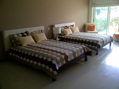 2 Queen size beds